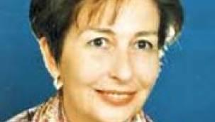 Yazar Emine Işınsu son yolculuğuna uğurlandı