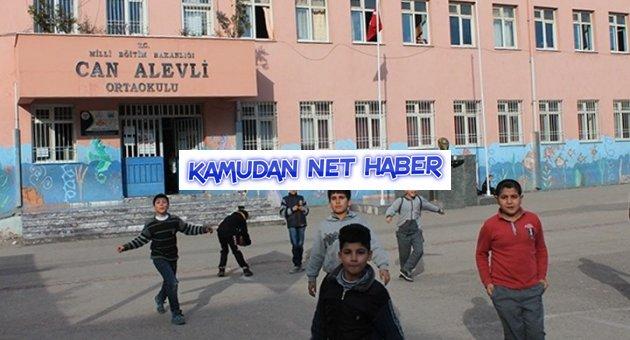 Gaziantep'te okulda Türk bayrağı direkten indirildi