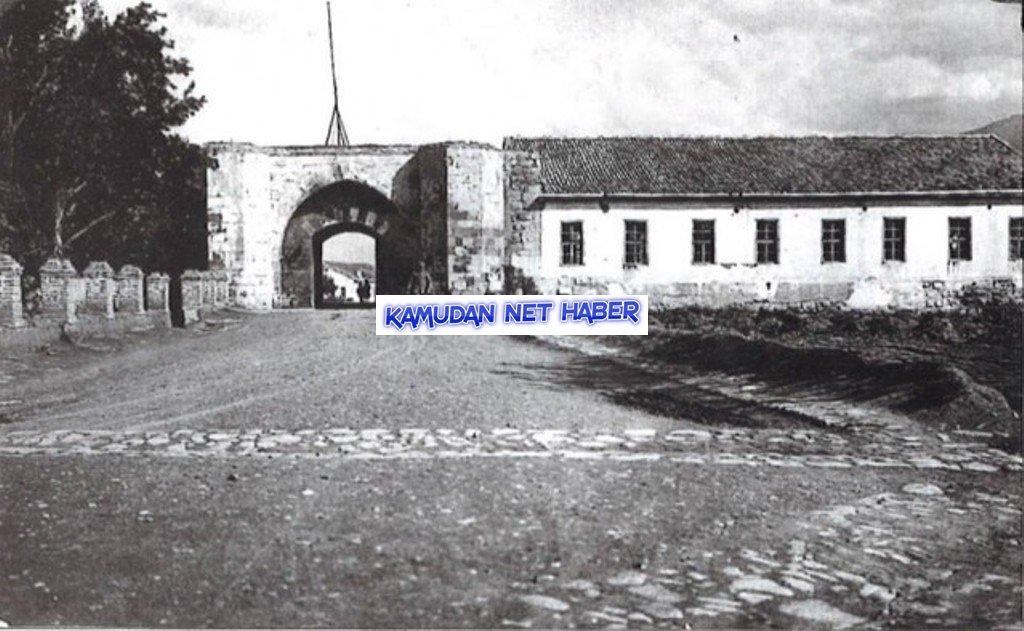 """""""Tarihi kale kapısı"""" ahır ve samanlık yapıldı"""
